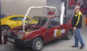 Une Lada transformée en véhicule à vapeur