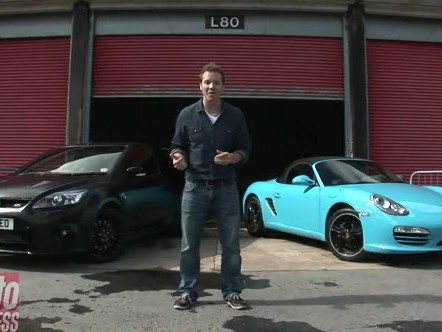 [Vidéo] Ford Focus RS500 contre Porsche Boxster, traction contre propulsion