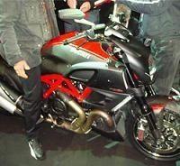 Nouveauté 2011 - Ducati: Le Diavel se lance dans l'arène
