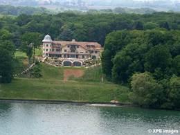 Ethique: la nouvelle maison de Schumacher traquée sur internet ou l'hôpital se fout de la charité