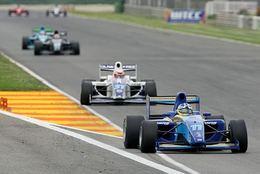 """Formule 2 à Valencia: Wickens """"vainqueur historique"""""""