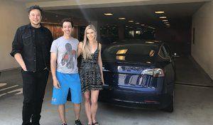 Tesla: une Model 3 livrée à la maison par Elon Musk