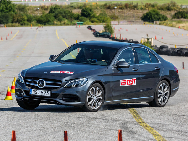 La Mercedes C350e échoue à un test de tenue de route