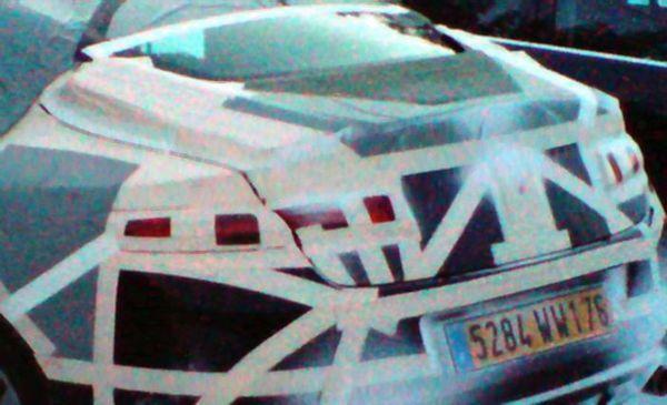 Futur Renault Laguna Coupé : en vacances de neige