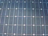 Mitsubishi auréolé d'énergie solaire