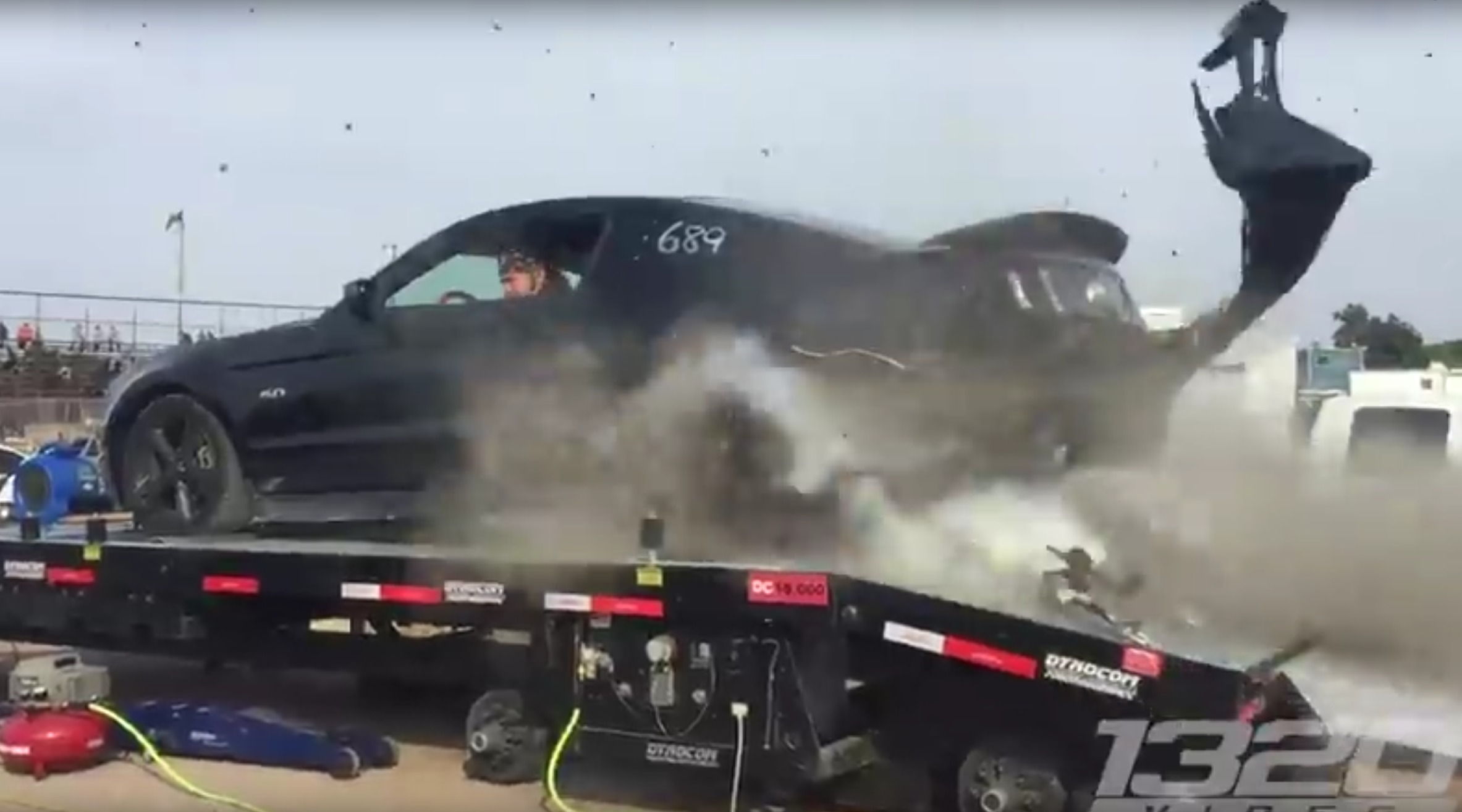 Crash il clate un pneu sur un banc de puissance - Banc de puissance voiture ...