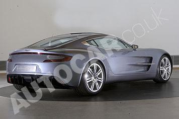Aston Martin One-77: de nouvelles photos et une vidéo interview d'Ulrich Bez!