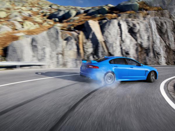 [vidéo et photos] La Jaguar XFR-S fait chanter les montagnes