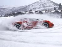 Une Veyron et une Aventador en donuts dans la neige