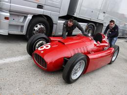 Vidéo Rétromobile - Visitez l'expo-évènement Fangio en avant-première