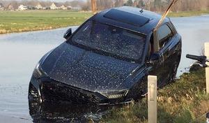 Un Audi RS Q8 neuf plongé dans un canal