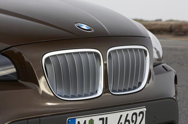 BMW tease son futur X1