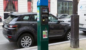 un maire veut multiplier le prix du stationnement par 6 pour les véhicules lourds