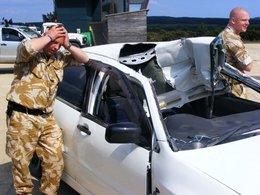 L'équipe de Top Gear détruit une Mitsubishi Lancer Evo VII pour le fun