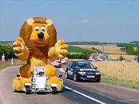 Tour de France : deux voitures de la caravane flashées