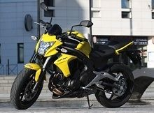 Actualité moto - vidéo: Kawasaki enferme sa ER6n dans un rôle citadin