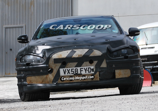 Spyshot : la future Jaguar XJ sous un effrayant camouflage