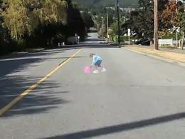 Des enfants en 3D sur la chaussée font ralentir les automobilistes