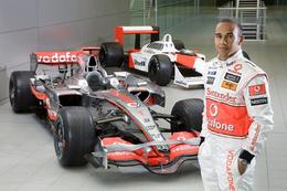 Goodwood 2009 : Lewis Hamilton dans la McLaren MP4/4 d'Ayrton Senna