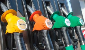 Coronavirus: le pétrole dégringole, le prix des carburants baisse