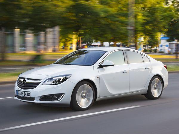 L'Opel Insignia se modernise avec les systèmes connectés Apple CarPlay et Opel OnStar