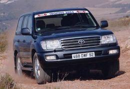 """Le Toyota Land Cruiser Station Wagon élu """"4x4 de l'année 2004"""""""