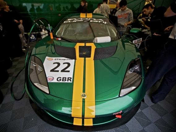 Clash Production : au cœur de  l'écurie Lotus au Nürburgring