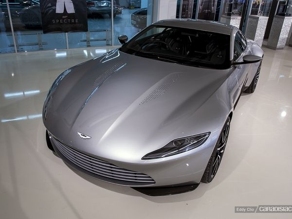 Photos du jour : Aston Martin DB10