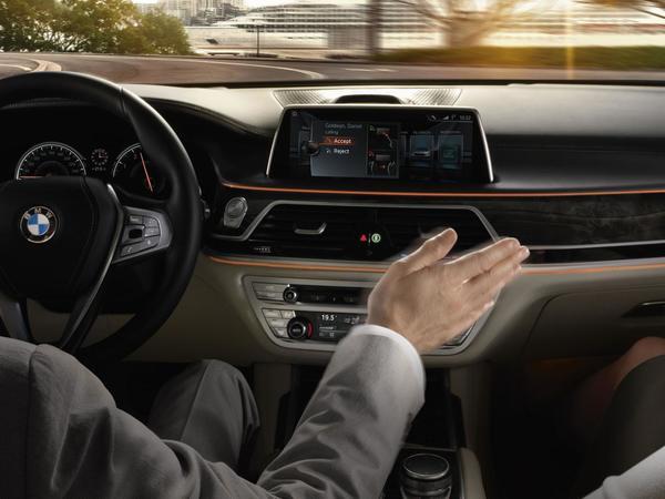 Pour Porsche, la commande gestuelle des BMW est un gadget inutile