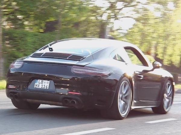 Surprise : une Porsche 911 (991) restylée filmée sur la route