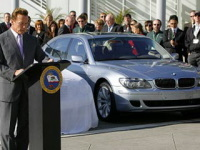 Arnold Schwarzenegger charmé par la BMW Serie 7 Hydrogen
