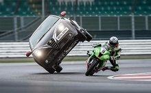 Vidéo - Insolite: Voilà pourquoi cette voiture a été choisie par le Superbike...