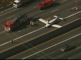 Un avion se pose en catastrophe sur une autoroute américaine