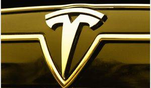 Tesla reste en Bourse