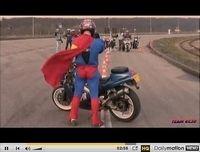 Superman (et le Team RC30) vous donne rendez-vous sur la piste, en 2010 [vidéo]