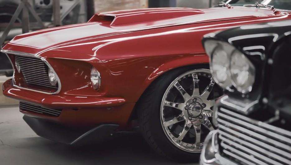 une ford mustang avec le moteur d 39 une voiture de course de mario andretti. Black Bedroom Furniture Sets. Home Design Ideas