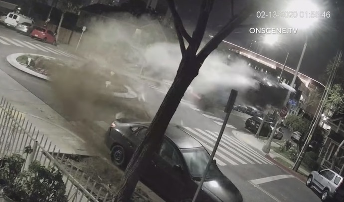 Elle pulvérise sa BMW M4 sur un giratoire