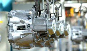 En pénurie de boîte de vitesses, Peugeot stoppe la production temporairement à Sochaux