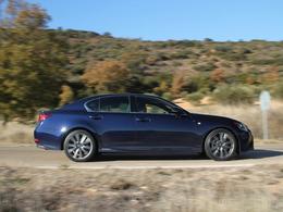 Lexus se moque de l'électrique... mais s'y prend mal