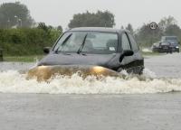 Inondations en Grande-Bretagne : les automobilistes dans le pétrin