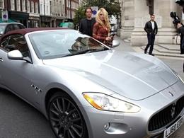 Pamela Anderson en Maserati GranCabrio pour la London Fashion Week : ouf, pas de cuir en pénis de baleine à l'horizon