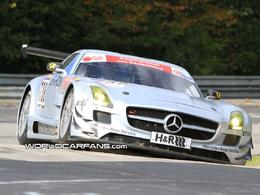 Photos : la Mercedes SLS AMG GT3 abandonne à coté d'une Audi R8 en perdition pour son premier départ