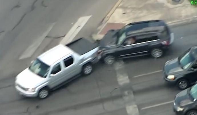 Elle tente de fuir la police avec un bébé et un pneu crevé