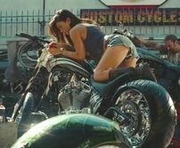 Moto & Sexy vous présente ses meilleurs vœux Sexy pour l'année 2010 avec Megan Fox
