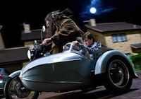 Harry Potter roule en Avon Roadrider...