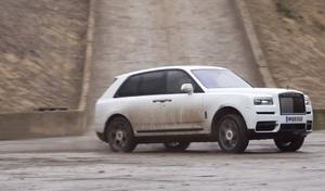 Le Rolls-Royce Cullinan en donuts