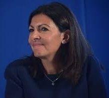 Paris: Anne Hidalgo veut augmenter le PV de stationnement