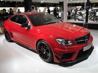 Salon de Francfort 2011 Live - video : Mercedes C 63 AMG Coupé Black Series, l'étoile noire vire au rouge