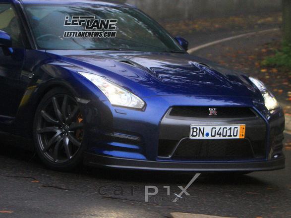 N'attendez pas le 18 : la Nissan GT-R 2011 se dévoile sur le Nürburgring