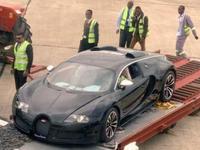 La broyeuse guette cette Bugatti Veyron